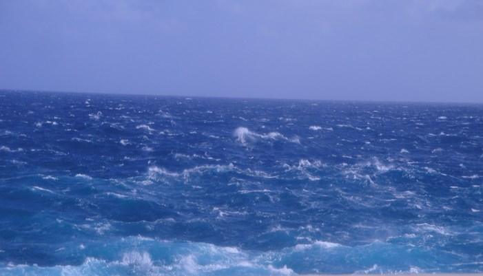 La llamativa mancha azul del oceano atlantico